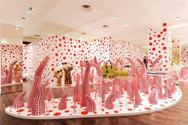 Louis Vuitton_louis-vuitton-coleccion-yayoi-kusama-lunares-blanco-y
